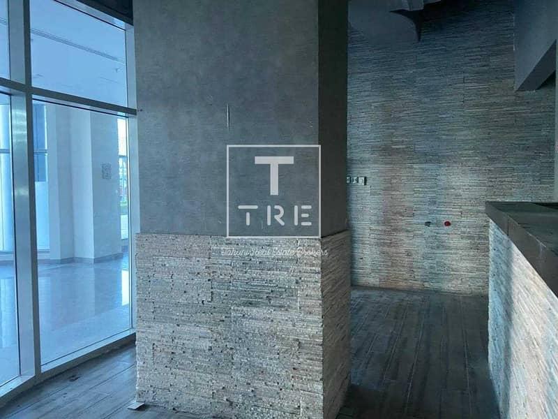 18 Amaizing shop 2 floors plus terrace available in marina walk