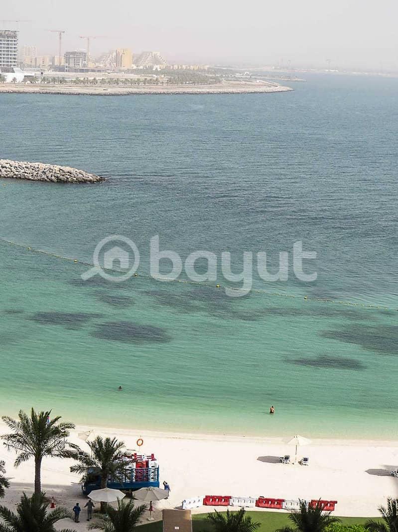 غرفتين وصاله واجهة بحرية مع شاطئ خاص بالبناية فقط 590 الف درهم