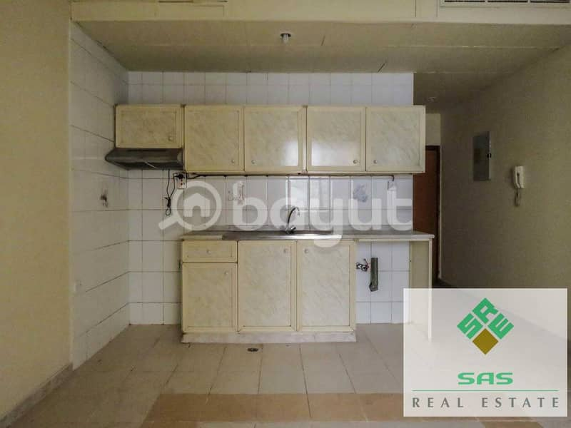 10 BIG STUDIO FLAT CENTRAL A/C. WITH SEPARATE KITCHEN
