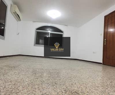 استوديو  للايجار في شارع الفلاح، أبوظبي - AMAIZING STUDIO  WITH FREE PARKING @ AL FALAH st.