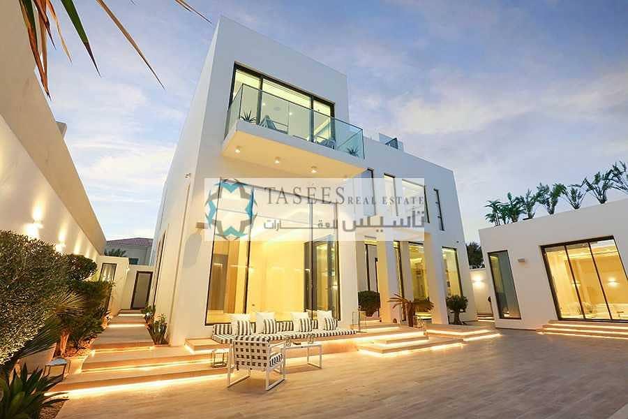 Contemporary 5 Bedroom +  Maid Room villa for Sale!