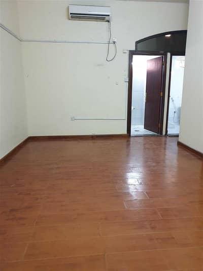 شقة 2 غرفة نوم للايجار في الكرامة، أبوظبي - 1 Bhk Available in Villa Karama Area with big terrace near BANGLADESH embassy   Rent Monthly 36000