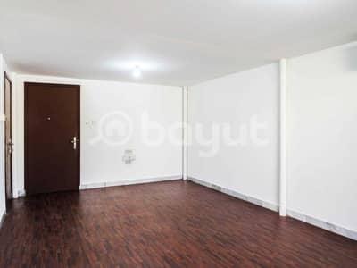 استوديو  للايجار في شارع الفلاح، أبوظبي - spacious studio flat in al falah st waking distance to skmc and  AL WADHA MALL