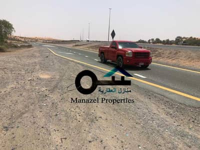 Industrial Land for Sale in Umm Al Thuoob, Umm Al Quwain - A plot of land for sale in Umm Al Quwain in the Umm Al Thuob Industrial Area, large areas for the work of giant f