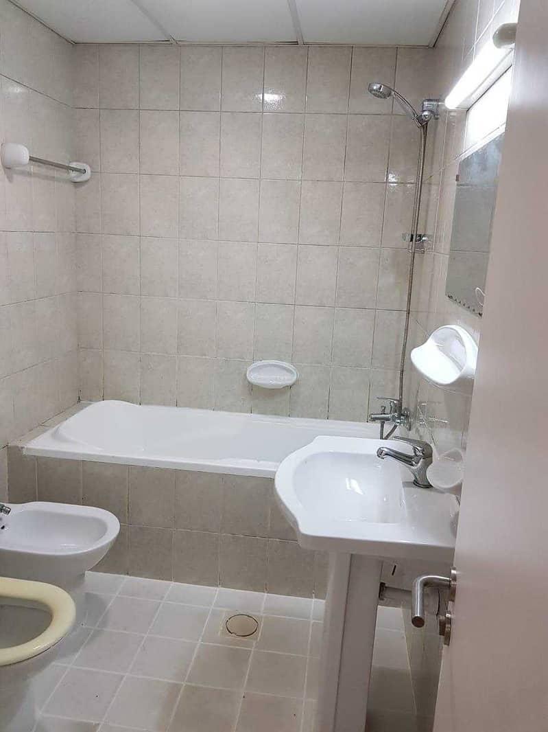 شقة في الحي الإيطالي المدينة العالمية 1 غرف 22000 درهم - 5249044