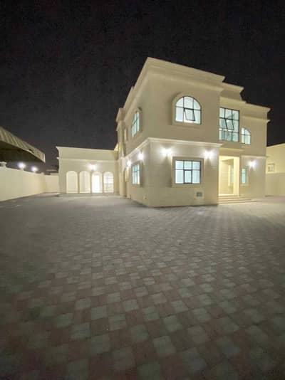 فیلا 6 غرف نوم للايجار في الجرف، عجمان - فيلا جديدة مكونة من طابقين ، اول ساكن ، 6 غرف ، مجلس ، وصالتين مع مكيفات.