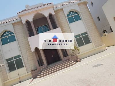فيلا تجارية 7 غرف نوم للايجار في المقطع، أبوظبي - commercial villa very good location