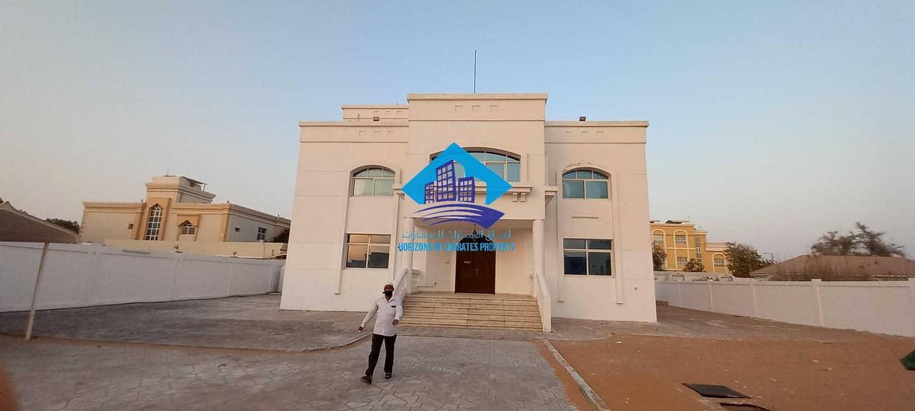 Standalone villa on full land 5 bedrooms near Emirates National School