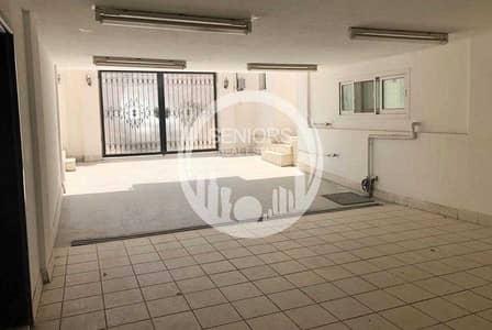 5 Bedroom Villa for Sale in Abu Dhabi Gate City (Officers City), Abu Dhabi - Villa with 4 Bedroom and a Suite for Sale