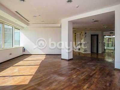 مکتب  للايجار في شارع الشيخ زايد، دبي - Office Space in Matloob Building SZR - Attractive Fit Out Period Directly From Landlord - No commission
