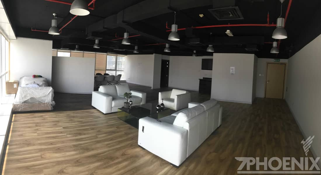 9 Great Deal/Amazing Lake View/Fitted Office
