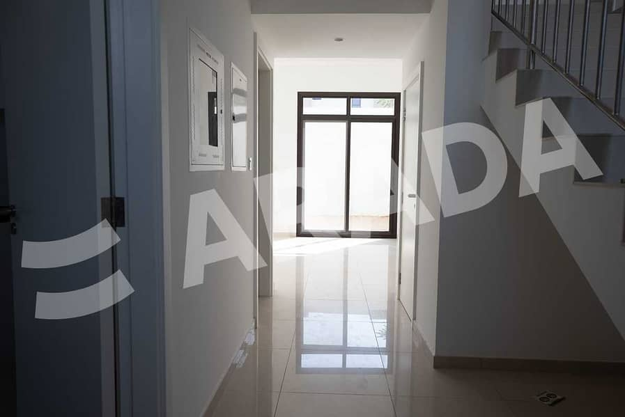 2 Luxury 2 Bed Townhouse with Maid Room + Store