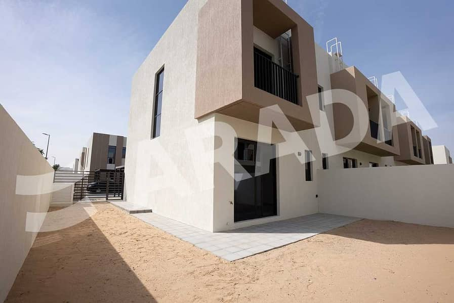 10 Luxury 2 Bed Townhouse with Maid Room + Store