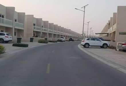 تاون هاوس 3 غرف نوم للبيع في المدينة العالمية، دبي - صفقة جيدة | رجوع إلى الخلف | 3 غرف نوم + خادمة | عائد استثمار جيد