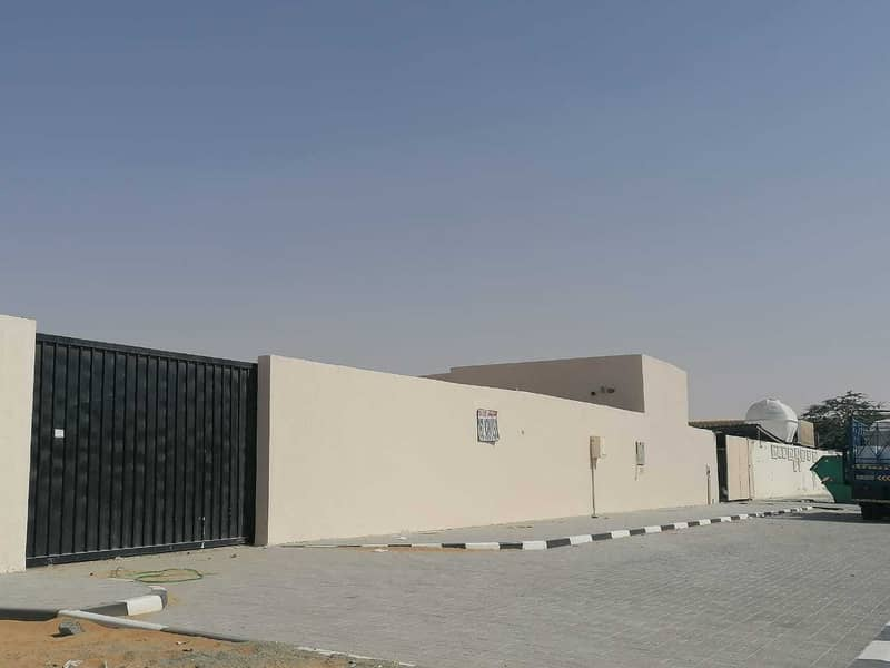 BAUNDRY  WALL ALL FOR SALE IN EMIRATES INDUSTRIAL AREA BLOK 7
