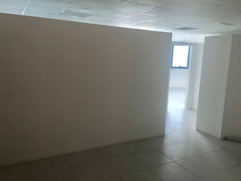 مكتب مساحه كبيره للايجار بابراج الفالكون , اطلاله مفتوحه .