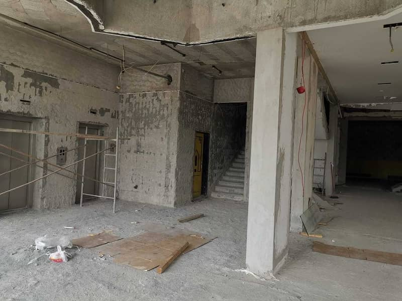 8 new showroom available for rent in Garhoud