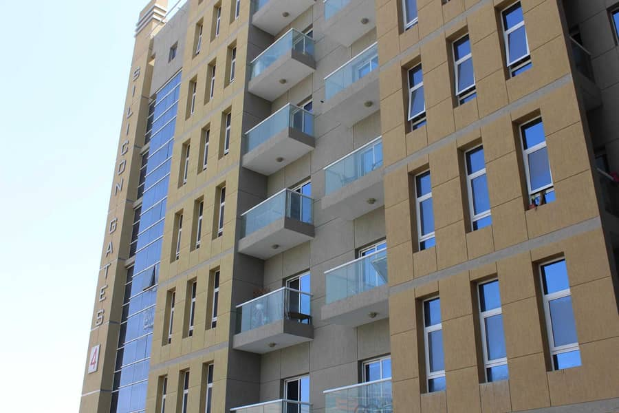 2 WELL MAINTAINED & FURNISHED 1 BEDROOM FLAT WITH BALCONY AVAILABLE IN SILICON GATES 4