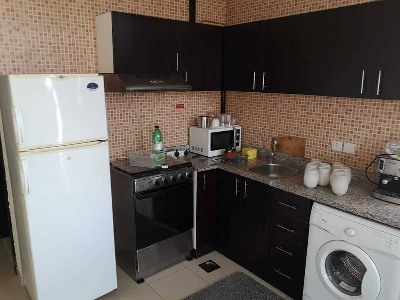 10 WELL MAINTAINED & FURNISHED 1 BEDROOM FLAT WITH BALCONY AVAILABLE IN SILICON GATES 4