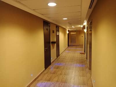 شقة فندقية 1 غرفة نوم للايجار في آل نهيان، أبوظبي - شقه غرفه وصاله مفروش بمدينه ابوظبى منطقه ال نهيان المعموره