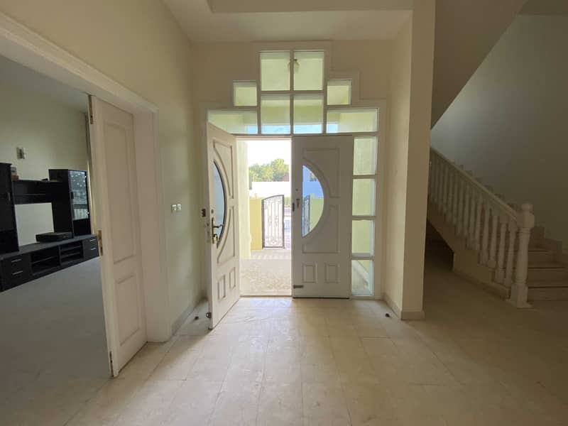 2 Fabulous 4 bedroom villa in Mushrif Area with private parking - No Comission