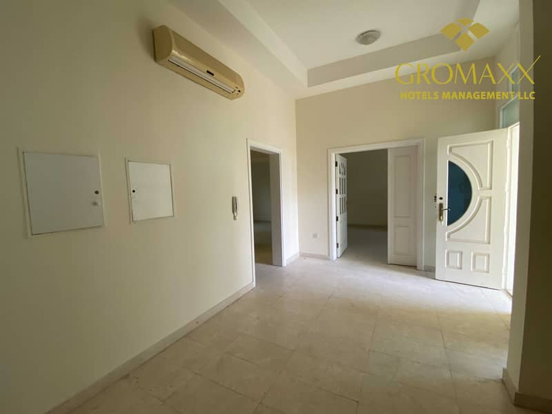 2 Five bedroom Villa with Made room