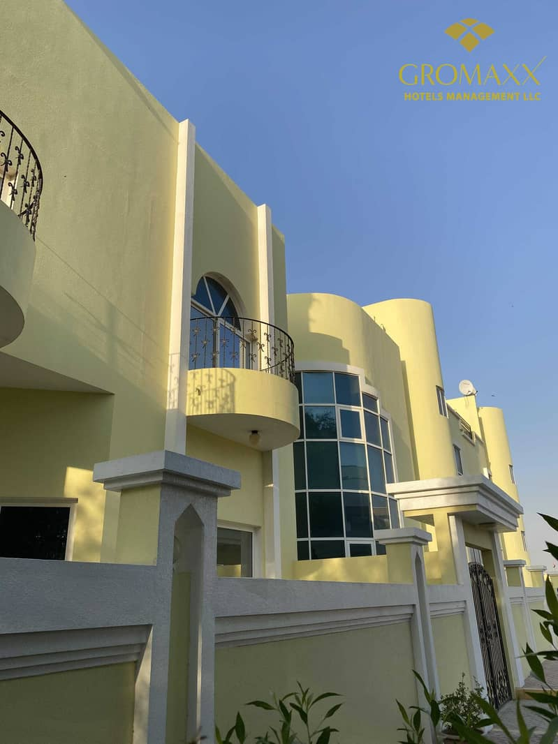 23 Five bedroom Villa with Made room