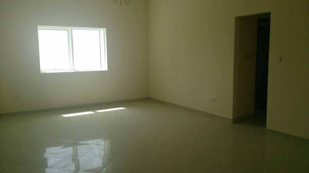 شقة جديدة في المجاز 3 غرف 900,000 درهم - 2947280