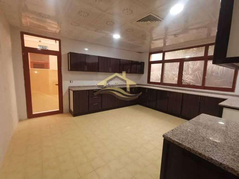 28 Huge commercial villa on AL KHALEEJ AL ARABI ST