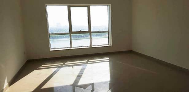 شقة 2 غرفة نوم للبيع في المجاز، الشارقة - للبيع شقة – كورنيش البحيرة -2 غرفة مستر + صالة كبيرة + ستور – 3 حمام – مساحة 1800 قدم - مطلوب 550 الف درهم والامامية 650 الف درهم