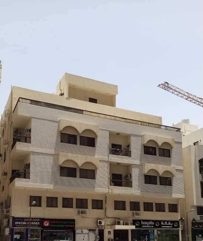 For sale a building in the Markazia area