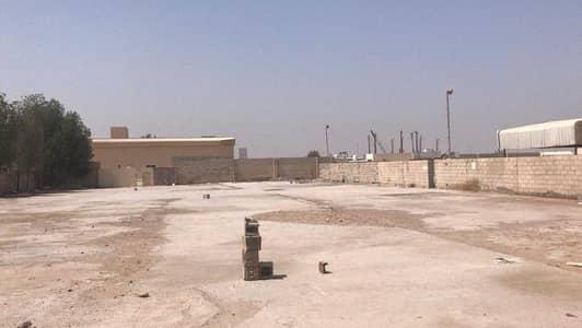 ارض صناعية  للايجار في السجع، الشارقة - للايجار 20000 قدم بصناعيه الصجعه مكتب ومطبخ وحمام وانترلوك بدون كهرب