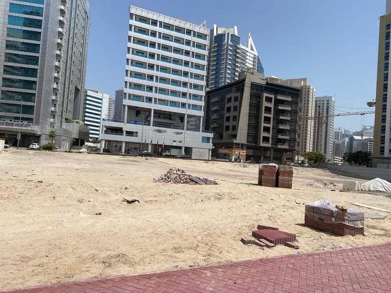 للبيع ارض تجاريه بالبرشاء منطقة التيكوم قرب مول الامارات