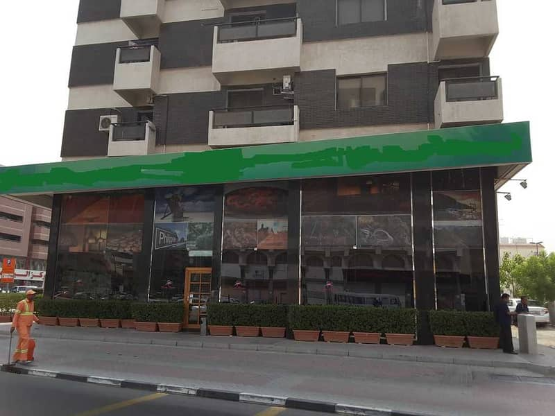 Showroom in highly visible and high traffic area in Deira