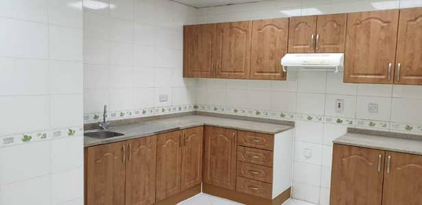 شقة 2 غرفة نوم للايجار في القرهود، دبي - kitchen cabinets
