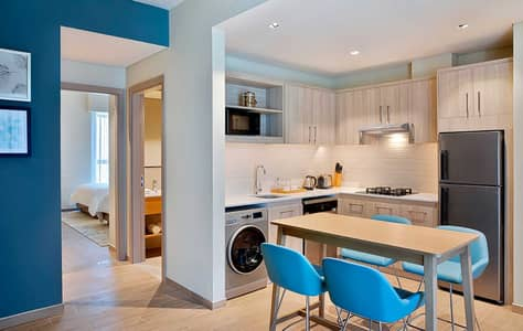 شقة فندقية 2 غرفة نوم للايجار في الجداف، دبي - Two Bedroom Suite Kitchen Layout