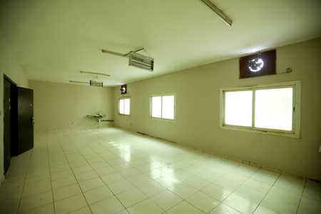Labour Camp for Rent in Al Saja, Sharjah - Safe & Secured Labor camp with spacious rooms and amazing facilities . Affordable prices offered and service guaranteed.