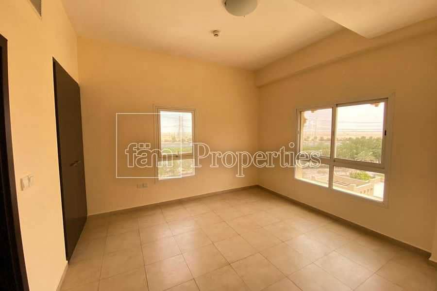 2 Immaculate 1bed Unit With Closed Kitchen & Balcony