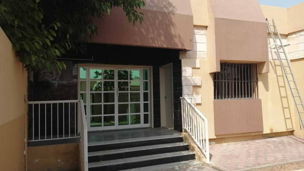 For rent in Sharjah, Al Jazzat area, on the main street, a great location, 3 rooms, a majlis, and a hall And a garden   and a covered car park