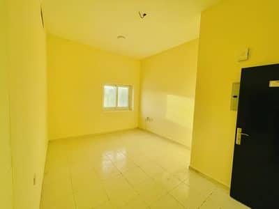 شقة 1 غرفة نوم للايجار في مويلح، الشارقة - Close to Bus Station  Huge Size 1Bhk with Balcony only 18k
