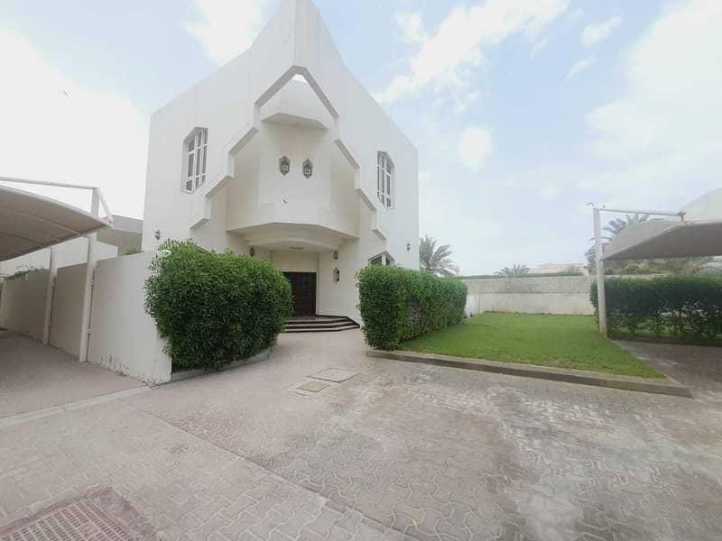 5bhk compound villa in jumeirah 1 rent is 155k