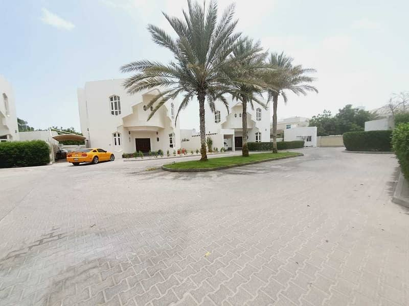 2 5bhk compound villa in jumeirah 1 rent is 155k