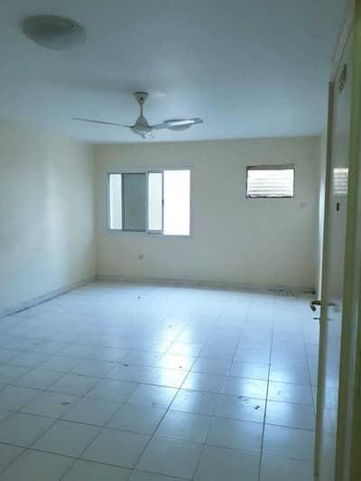 Studio for Rent in Bur Dubai, Dubai - SPACIOUS  STUDIO ON ROLLA STREET NEAR NEW MADINA SUPERMARKET WITH  FREE 1 MONTH RENT