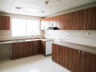 فیلا 4 غرف نوم للايجار في جوهر، أم القيوين - Kitchen