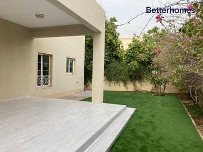 فیلا 4 غرف نوم للايجار في البحيرات، دبي - Upgraded | Next to Pool & Park | Available Now