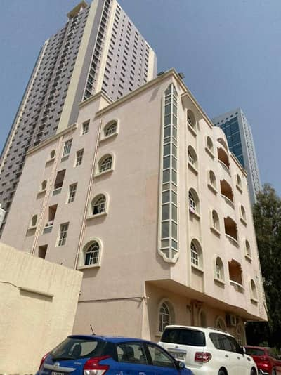 Building for Sale in Al Rumaila, Ajman - Building for sale in Rumaila * Excellent location, very close to the Corniche * Price is an opportunity