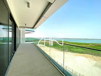 شقة 3 غرف نوم للايجار في جزيرة ياس، أبوظبي - Brand New Golf & Canal View 3 BR Apt with Balcony