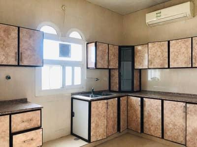 شقة 3 غرف نوم للايجار في الشوامخ، أبوظبي - شقة في الشوامخ 3 غرف 65000 درهم - 5283624