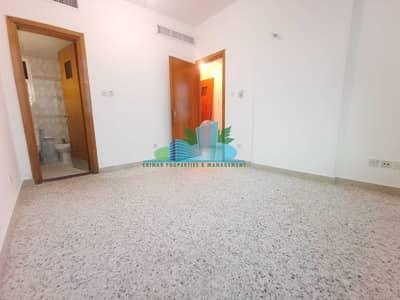 شقة 3 غرف نوم للايجار في الخالدية، أبوظبي - Inexpensive but Elegant 3 BHK Well maintained 4 payments Central Ac & Gas