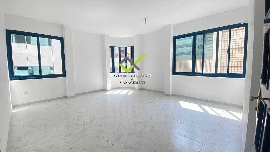 شقة في شارع الشيخ خليفة بن زايد 2 غرف 60000 درهم - 5286656